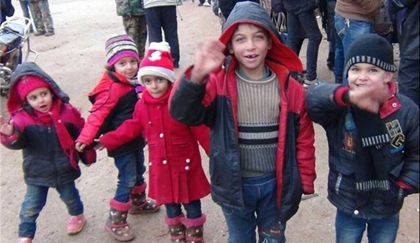 Civilians Leave Besieged Towns of Fua'a, Kafraya in Idlib