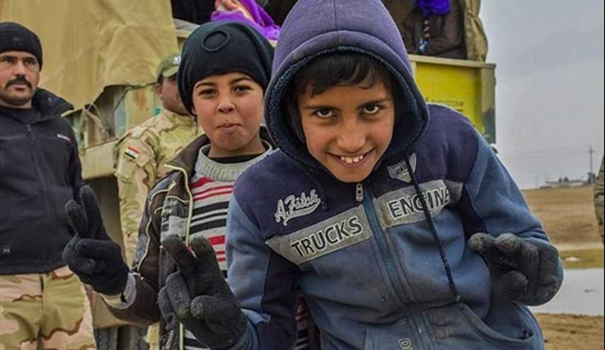 Iraqi Popular Forces Continue to Support Displaced Families of Western Mosul