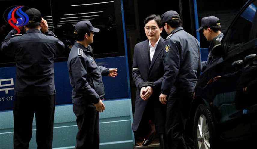 Samsung's Leader Is Indicted on Bribery Charges