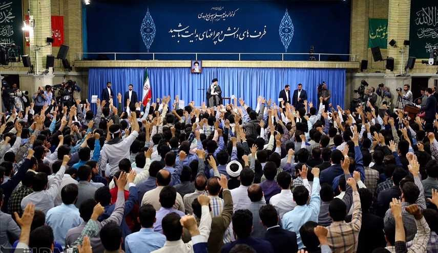 Leader receives university students