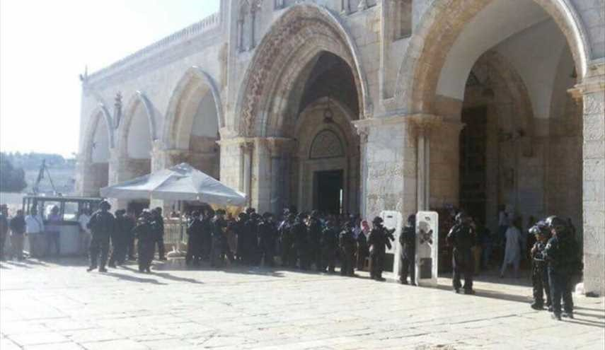 Israeli settlers, forces storm Aqsa Mosque again, injure dozens