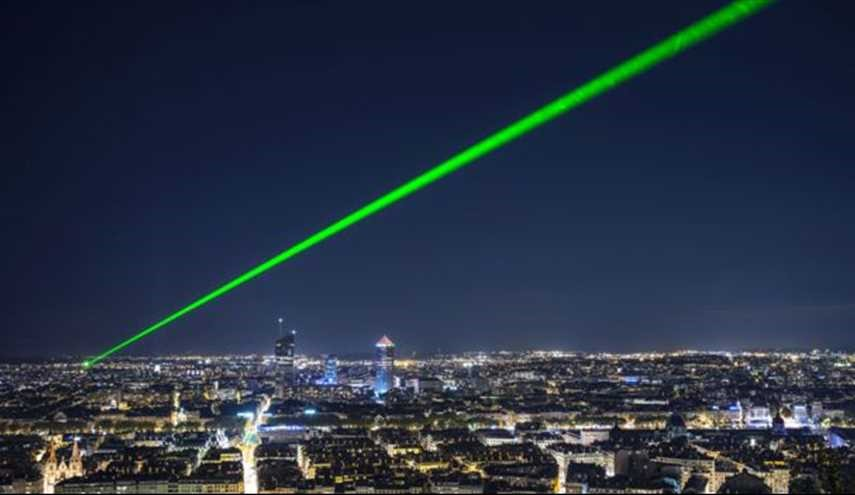 British government to consider laser pen licence after attack rise