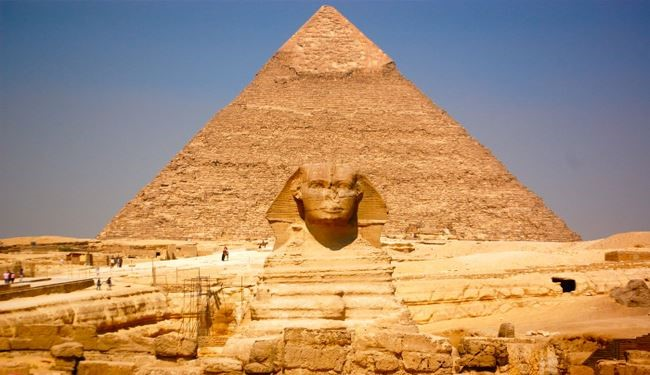 Ancient egyptian pyramids and sphinx