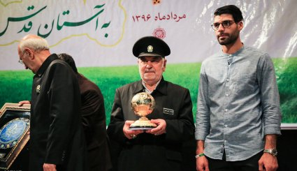 Top soccer player donates golden ball to Astan Quds