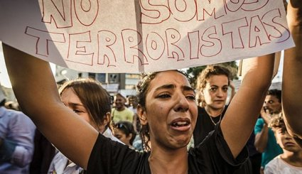 'Muslims against Terrorism': Hundreds of People Protest against Violence in Barcelona