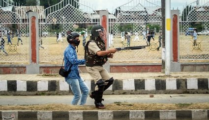 Clashes Erupt between Youth, Security Forces after Eid Prayers in Kashmir