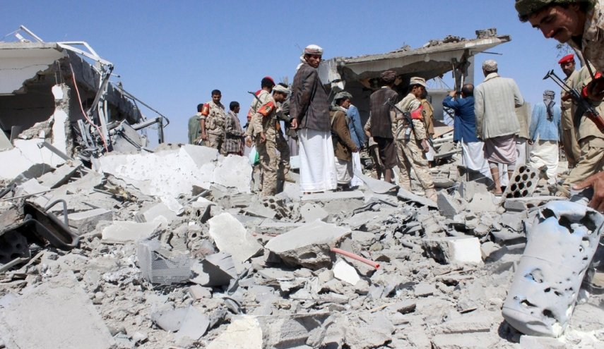 At least 30 dead as air strike hits hotel in Yemen
