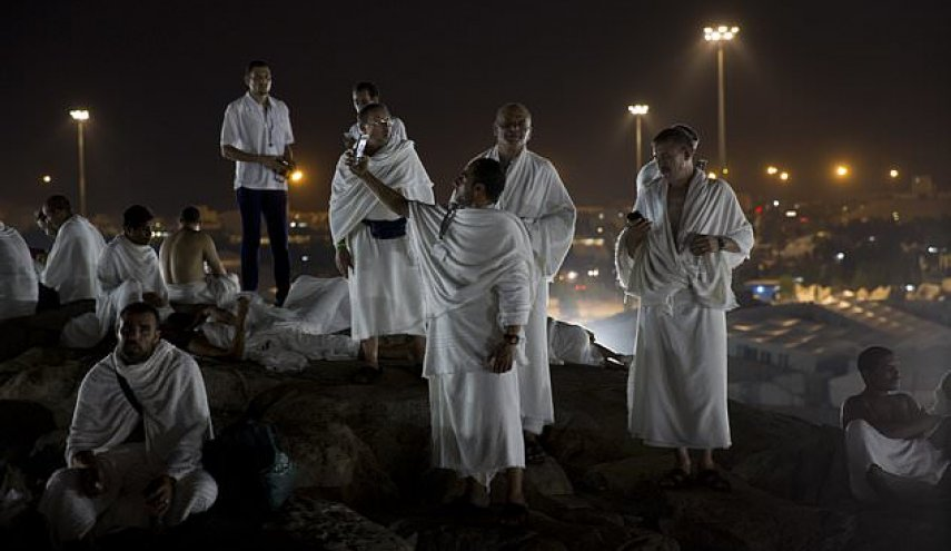2M Muslims gather near Mecca for peak of hajj pilgrimage