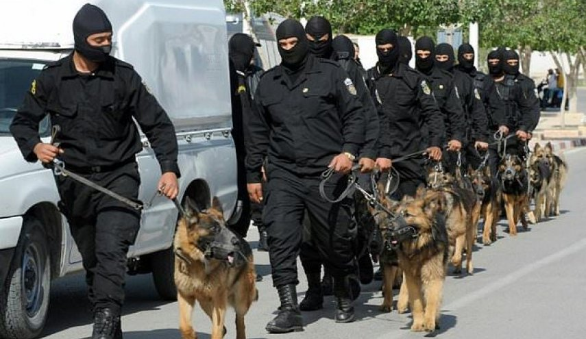 Tunisia: Extremist stabs two policemen outside parliament