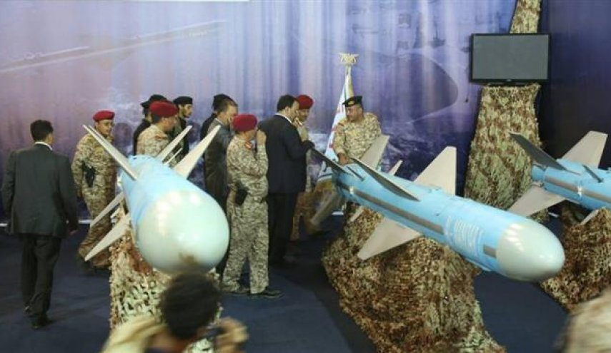 Yemeni commanders inspect naval missiles at Hudaydah exhibition