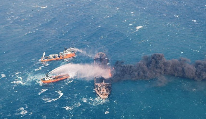 Iranian oil tanker wreck produces 2 slicks in East China Sea - China