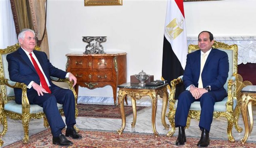 Visiting Egypt, Tillerson avoids commenting on pro-Sisi repression ahead of election