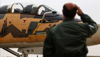 Fighter jets hold maneuver in Isfahan