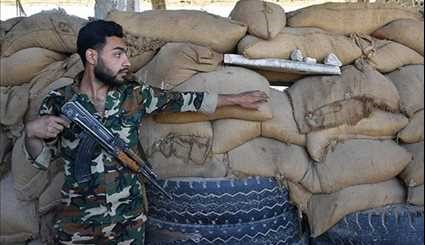 Deir Ezzur: Syrian Army Troops on Guard in Cemetery Region