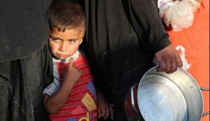 Displaced Iraqis Receive Aid during Holy Month of Ramadan