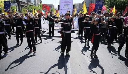 People in Tehran Mark Int'l Quds Day in Massive Rallies
