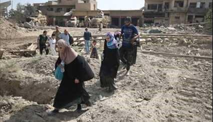 Iraqi Troops Evacuate People from Old City of Mosul