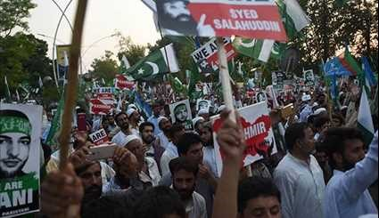 Pakistanis Hold Rally in Solidarity with Kashmiri Muslims