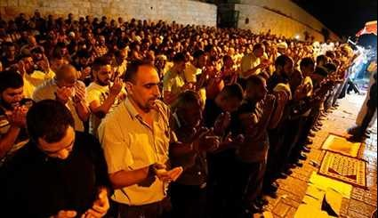 Israeli Forces Continue to Restrain Palestinian Worshipers in Al-Aqsa Mosque