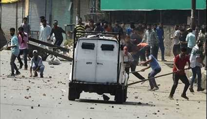 Protesting Mourners Clash with Indian Forces South of Srinagar