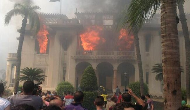 Morsi supporters torch Giza Governorate