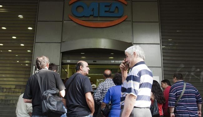 Greek unemployment hits record of 27.9%