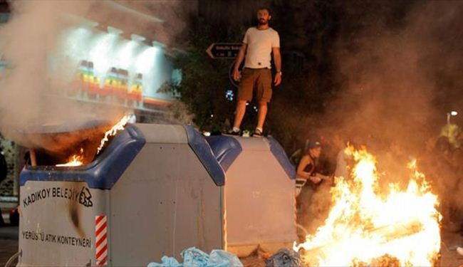 Turkish protesters continue clashes with police