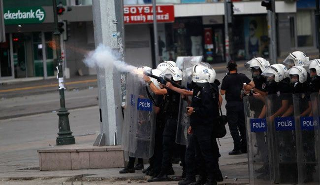 Turkish police, students clash in Ankara