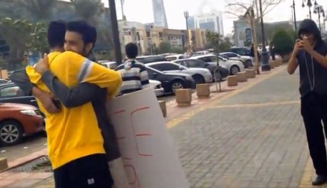Saudi police arrests man for his cuddling campaign