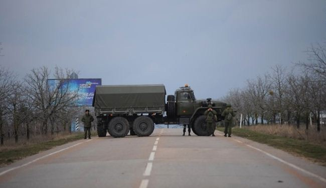 Tension between Ukraine, Russia mounts on Crimea