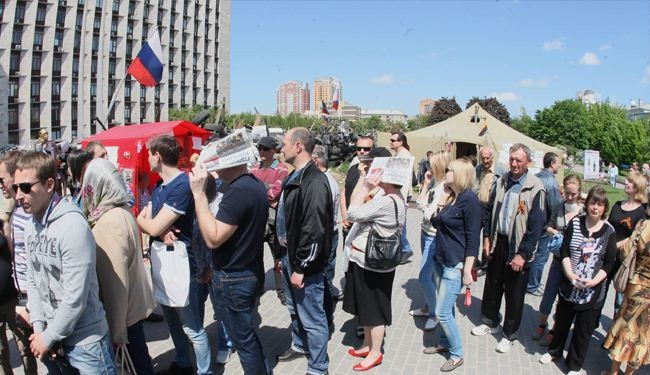 EU extends anti-Russia sanctions as Donetsk votes to join Russia