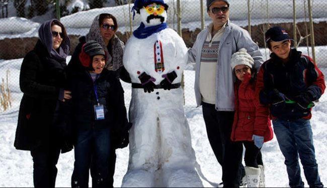 Iranians Take Part in Snowman Festival + Photos