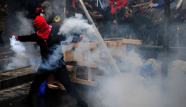 Turkish Police Violent Crackdown Cause Street Battles in Istanbul
