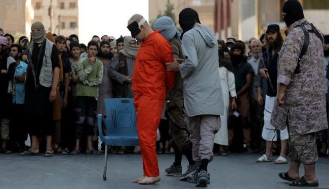 ISIS Terrorists Behead 5 Civilians on Charges of Spying for Kurds in Syria's Raqqa