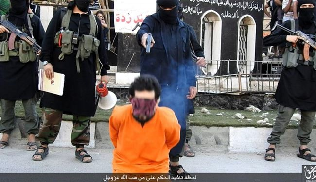 "Graphic PICS: Daesh Executes a Man for Insulting ""GOD"" in Syria"