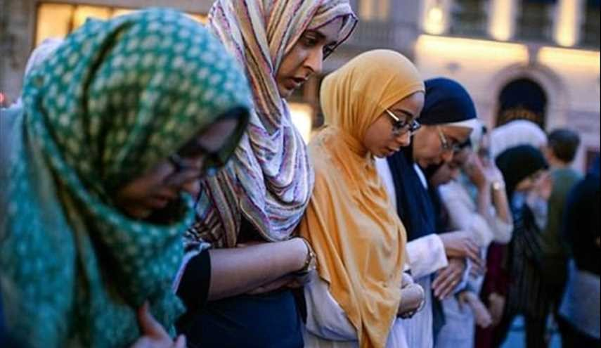 Muslims Gather outside Trump Tower to Pray in Protest