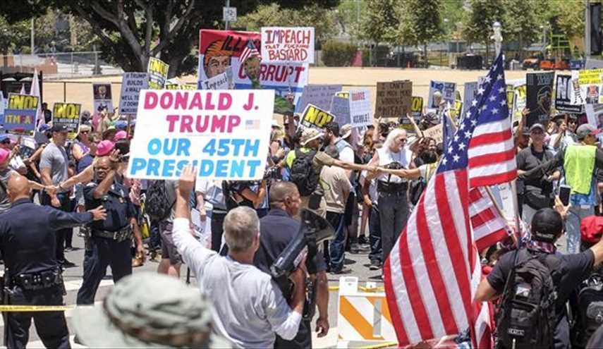 Thousands of angry protesters call for Trump's impeachment