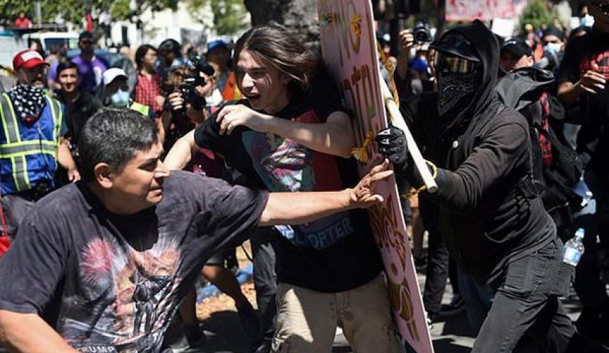 US: Black-Clad Anarchists Swarm Anti-Hate Rally in California