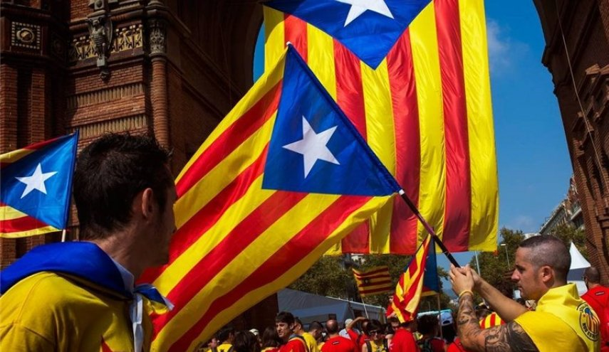 Spain threatens to arrest over 700 Catalan pro-referendum mayors