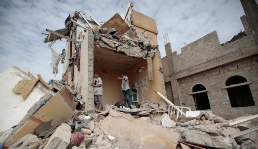 Yemenis shelter from airstrikes, battles in capital