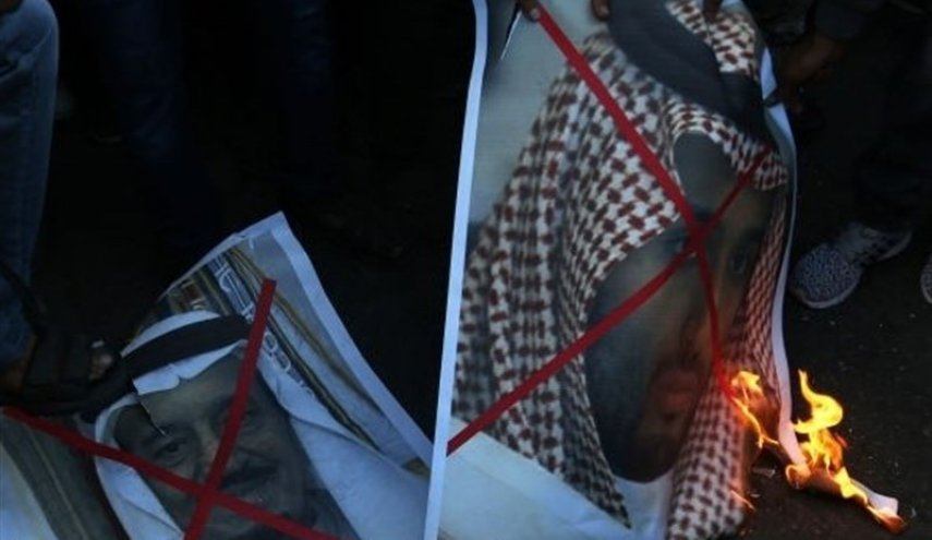Palestinian protesters burn pictures of Saudi King, Crown Prince (+Photos)