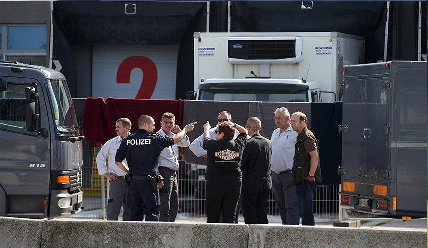 العثور على 16 عراقيا داخل شاحنة رومانية