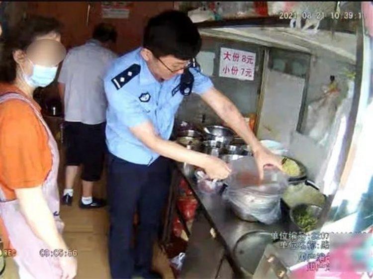 """إدمان الزبائن بأكل""""المعكرونة"""" يفاجئ الشرطة في التحقيق!"""